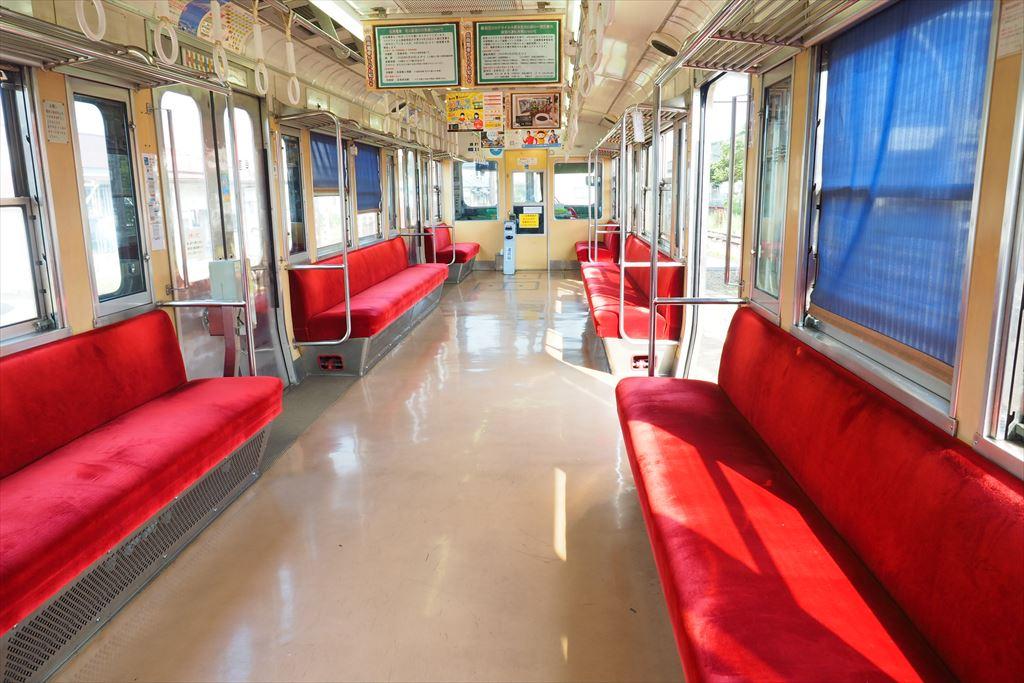 岳南電車7000系車内