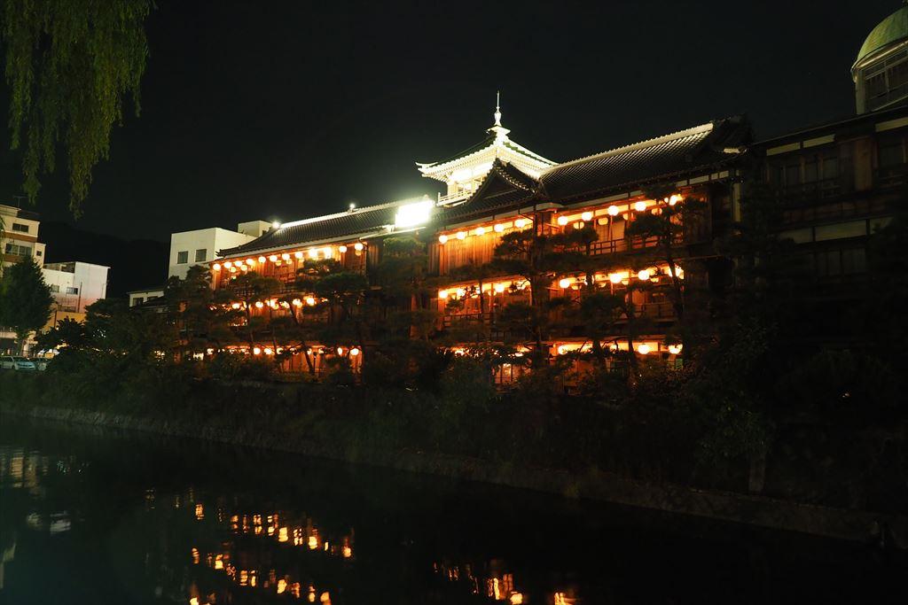 夜の東海館ライトアップ